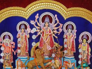 आखिर कौन हैं मां दुर्गा, क्यों कहते हैं उन्हें आदिशक्ति?