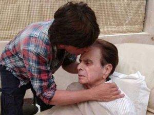 दिलीप कुमार का हालचाल जानने पहुंचे उनके 'मुंह बोले बेटे'...