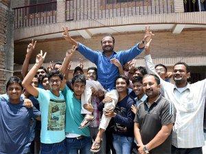 शिक्षक नहीं गरीबों के मसीहा हैं 'सुपर 30' के आनंद कुमार