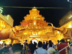 PICS: बाहुबली के माहिष्मती महल जैसा बनाया दुर्गा पूजा पंडाल