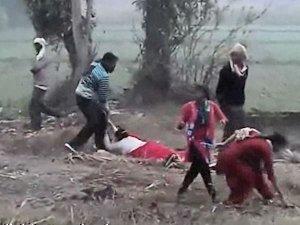 Exclusive VIDEO: सत्ता की ऐंठ में महिलाओं पर लठ बरसाते दबंग