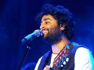 लाइव शो में  मशहूर गायक अरिजीत सिंह ने दी गाली, हुए ट्रोल