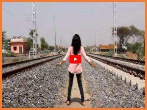 VIDEO: पटरियों के बीच ये लड़की करने लगी चौंकाने वाला काम