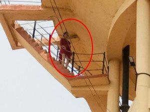 'जिद' पर अड़ी महिला चढ़ गई टंकी पर, देने लगी कूदने की धमकी