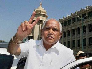 Karnataka: सिर्फ इसी स्थिति में बचेगी येदुरप्पा की कुर्सी...