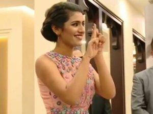 VIDEO: अपने नैंनों से घायल करने फिर आईं प्रिया प्रकाश