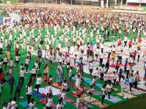 योग दिवस पर गवाह बनी पीएम मोदी की काशी, लोगों ने किया योग