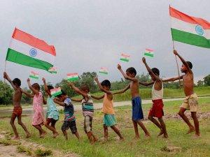 स्वतंत्रता दिवस पर दोस्तों को भेजें ये शुभकामना संदेश