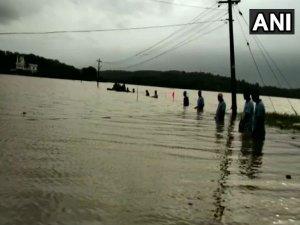केरल में जलप्रलय, लाखों बेघर,एक ही दिन में 106 लोगों की मौत