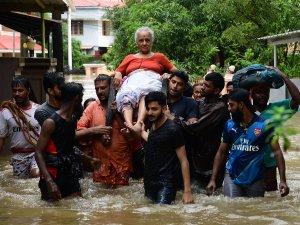 केरल बाढ़ पीड़ितों के लिए कई राज्यों ने किया मदद का ऐलान