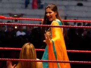 WWE रिंग में सपना और राखी ने लगाए गजब के ठुमके, Video