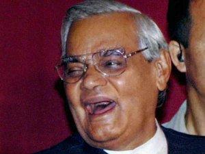 1977 का किस्सा जब वाजपेयी ने पूछा- कहां गई नेहरू की तस्वीर