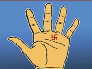 Palmistry: कहीं आपके हाथ में तो नहीं हैं ये 5 शुभ चिन्ह