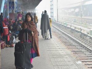 दिल्ली में ठंड से 96 बेघरों की मौत का दावा