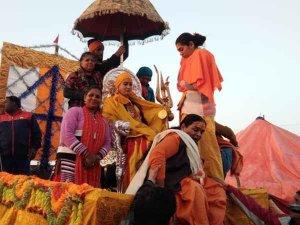 कुंभ2019:जूना अखाड़े के साथ किन्नर अखाड़े ने किया शाही स्नान