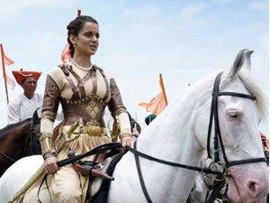 युद्ध के मैदान में कंगना ने दौड़ाया नकली घोड़ा, हुईं ट्रोल