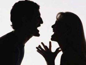 जासूसी के लिए पति ने घर में लगाए कैमरे, बीवी को लगी खबर तो..