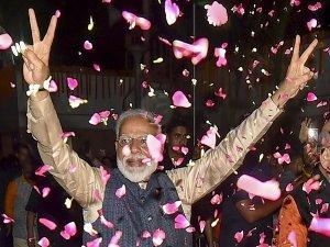 किस नेता ने बंपर जीत पर मोदी को दी सबसे पहले बधाई