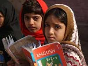 बचपन, शिक्षा और खलनायक