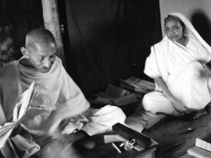 जब महात्मा गांधी ने पत्नी कस्तूरबा को 4 रुपए के लिए लगाई थी फटकार