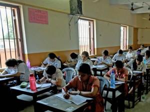 यूपी में छात्रों की दबंगई, नकल करने से रोका तो प्रोफेसर कर दी पिटाई