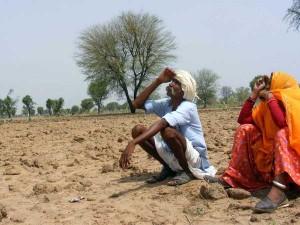 महाराष्ट्र के किसान सरकार से मांग रहे आत्महत्या की अनुमति