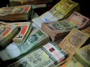 इंदौर में व्हिसलब्लोअर की पत्नी से 10 लाख रुपये बरामद