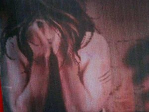 विधवा महिला के साथ सामूहिक बलात्कार के बाद निर्वस्त्र फेंका