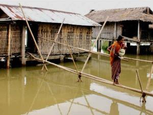 PICS: असम में बाढ़ का कहर, हालात नियंत्रित पर खतरा टला नहीं