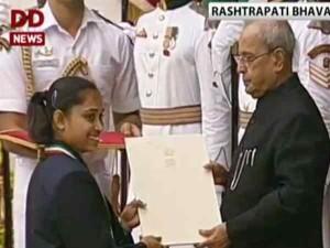 राष्ट्रपति प्रणब मुखर्ज़ी ने राष्ट्रीय खेल अवॉर्ड से खिलाड़ियों को किया सम्मानित