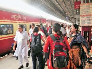 कानपुर रेलवे स्टेशन पर पुलिस ने किया संदिग्ध को गिरफ्तार