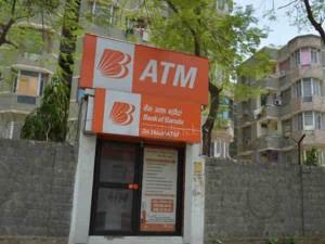 इस ATM में कैश भी है और लाइन भी नहीं, फिर भी कोई पैसा निकालने नहीं आता