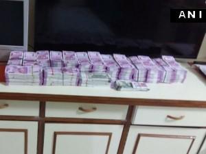 गुवाहाटी: बिजनेसमैन के घर से मिले 1.54 करोड़ के नए नोट