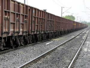 कानपुर के पास मालगाड़ी पलटी, कानपुर-लखनऊ रुट पूरी तरह ठप