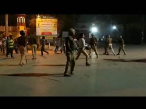 बीएचयू के छात्रों का हंगामा, दुकानदारों को दौड़ा-दौड़ा कर पीटा, तनाव