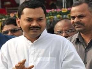 नीतीश कुमार के बेटे निशांत ने राजनीति में आने को लेकर दिया बड़ा बयान