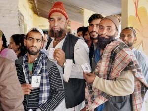 उत्तराखंड: 275 मतदाताओं के लिए पोलिंग पार्टी ने तीन दिन तक की 24 किलोमीटर की चढ़ाई