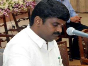 तमिलनाडु के स्वास्थ्य मंत्री के घर आयकर विभाग का छापा, 85 करोड़ का सोना जब्त