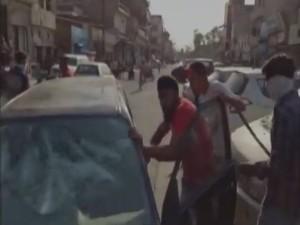 Video: लुधियाना में हमलावरों ने कार सवार पर किया तलवार और बोतलों से हमला