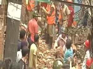 कोलकाता में गिरी इमारत, दो की मौत, राहत-बचाव का काम जारी