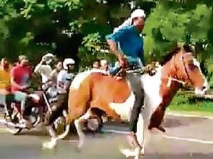 नोएडा एक्सप्रेस वे: जहां मौत की रेस में गई थी एक जान, वहीं हो रही थी घुड़दौड़
