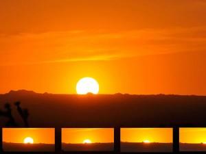 आज है पूर्ण सूर्य ग्रहण, जानिए सूरज का सही 'अर्थ'