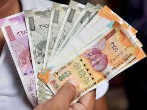 7th Pay Commission: सरकारी कर्मचारियों और पेंशनर्स के लिए बड़ी खुशखबरी, बढ़ सकता है महंगाई भत्ता