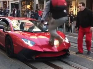 जब 3 करोड़ की Lamborghini के उपर चढ़ गया शख्स, थम गया मालिक का दिल
