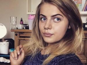 पेट दर्द की शिकायत लेकर अस्पताल पहुंची 19 साल की लड़की, निकली 9 महीने की प्रेगनेंट