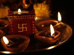 Diwali 2017: जानिए  दिवाली  की  रात  कहां-कहां  जलाएं  दीपक?