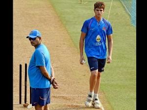सचिन के बेटे अर्जुन तेंदुलकर ने कराई विराट एंड कंपनी को गेंदबाजी, कोच शास्त्री की थी पैनी निगाह