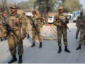 पाकिस्तान: सेना और सरकार में तनाव, रेंजर्स ने छोड़ी संसद की सुरक्षा