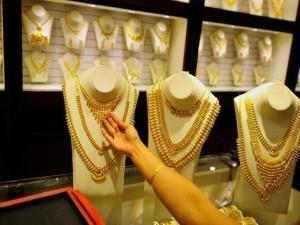 सोने-चांदी में बड़ी गिरावट: सोना 160 रु तो चांदी 550 रु. फिसली
