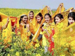 Basant Panchami 2018: रुत आ गई रे... रुत छा गई रे, पीली-पीली सरसों फूले...